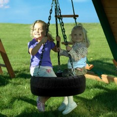Kids tire swing with 360 degree of swiveling motion