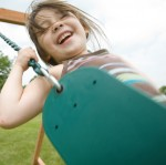 With two belt swings included, children can swing high into the sky.