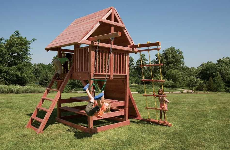Best Small Swing Sets for Smaller Backyards | Juggling Act